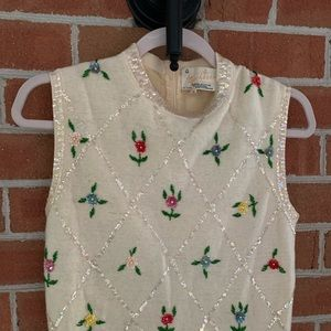 Tops - Ladies vintage sleeveless sweater